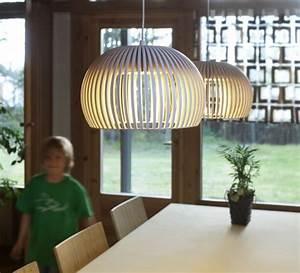 Luminaire Style Scandinave : secto design des lampes en bois chics et l gantes au style tr s scandinave ~ Teatrodelosmanantiales.com Idées de Décoration