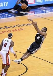 Kawhi Leonard taking a fall away jump shot.   NBA, San ...
