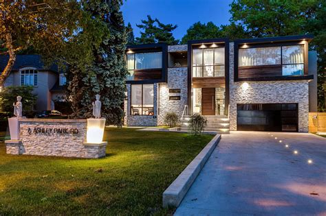 Modern Houses : Captivating Contemporary House In Toronto, Canada