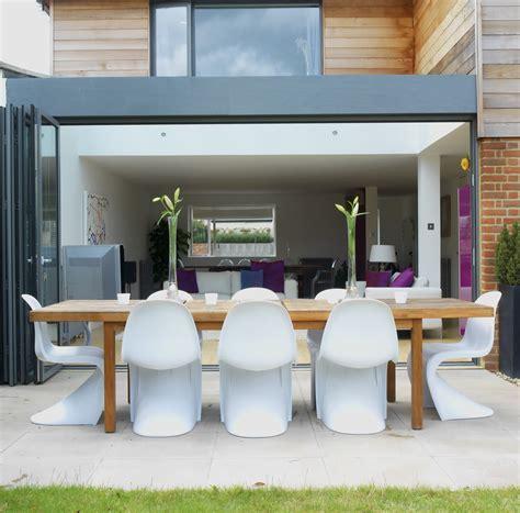 Modern White Patio   Outdoor Patio Design Ideas   Lonny