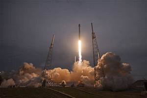 Photos: Falcon 9 rockets into dusky sky – Spaceflight Now
