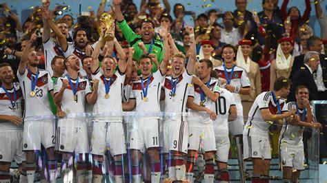 Und es gibt ein gutes omen: WM 2014 Deutschland ist Weltmeister !!! Siegerehrung ...