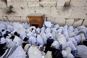 Jerusalem - Thousands Gather at Western Wall for Birchas ...