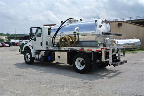 2000 Gallon Vacuum Truck With International Chassis