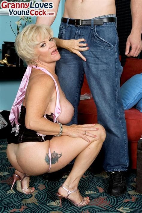 Curvy Mature Demi La Rue Has Wild Anal Sex 1 Of 2