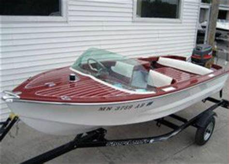 How To Polish A Fiberglass Boat Hull by Minnesota Boat Repair Restoration And Boat Refinishing