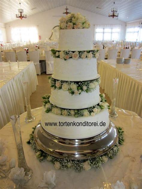 Hochzeitstorte mit frischen rosen  Die besten Momente der