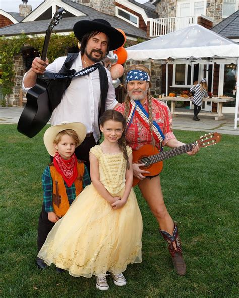 Jessica Simpson Dresses As Willie Nelson For Halloween
