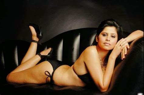 marathi actress kiss photos marathi actress sai tamhankar hot kiss hunter movie
