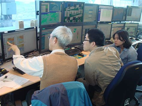 bureau of metrology shanghai meteorological bureau forecasters attended the
