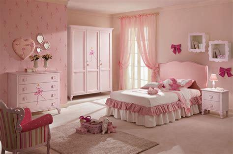 ladaire chambre fille lit fille avec tête de lit en tissu