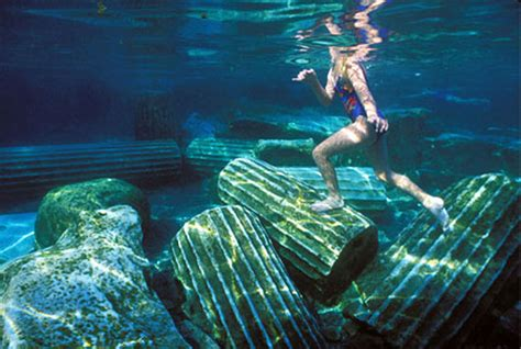 The Worlds 18 Strangest Pools Crystal Rain Pool And Spa