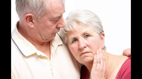 Alzheimer disease usually affects people older than 65. Sindrome de Alzheimer - YouTube