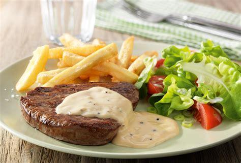cuisine in kl steak met pepersaus gemengde salade en frietjes recept