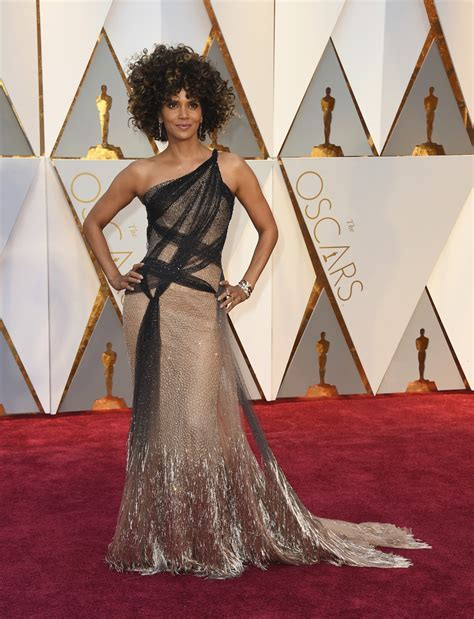 Oscars 2017: Halle Berry?s hair is the red carpet winner