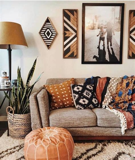 We're thinking outside picture frames + art prints, and pulling our favorite pieces of hanging wall art. Boho Living Room Grey Walls in 2020 | Boho living room ...