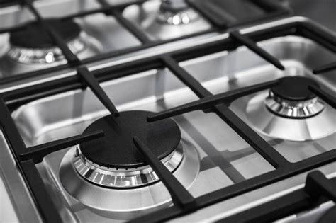 piano cottura facile da pulire come pulire il piano cottura con due ingredienti il