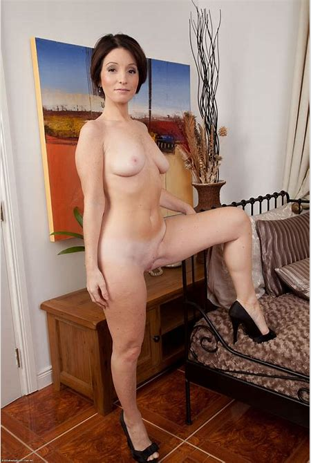 Madam K - Free Naked Coed Photos!