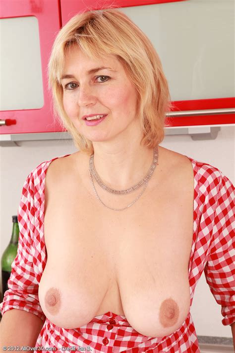 Nella Naked On The Kitchen Counter Milf Fox