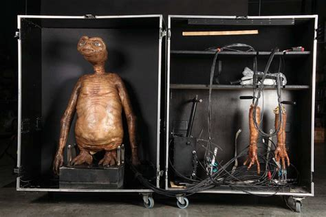 e t the terrestrial screen used animatronic e t the terrestrial puppet