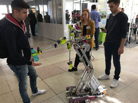 Romanian Students Design Robot For