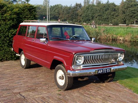 jeep kaiser wagoneer file 1967 kaiser jeep wagoneer photo 2 jpg