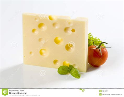 fromage a pate dure maigre part de fromage 224 p 226 te dure et d une tomate image stock