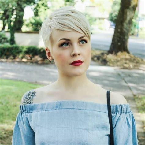coupe courte femme facile  coiffer modele de coiffure