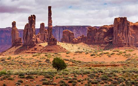 landscape desert areas  rocky sculptures monument