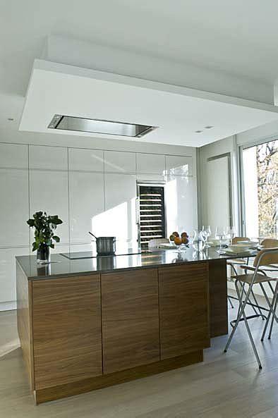 hotte de cuisine noir hotte de plafond roblin verre blanc recherche cuisine blanche laqué plan noir