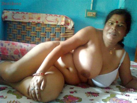 Nepali Saree Moti Aunty Nude Photos In Bra And Petticoats