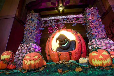 disneyland hotels offer trick  treating  halloween decor