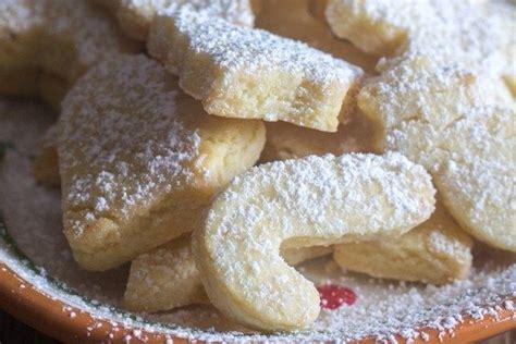 Italian christmas cookies video tutorial. up close Italian almond cookies   Almond cookies, Italian almond cookies, Cookies recipes christmas