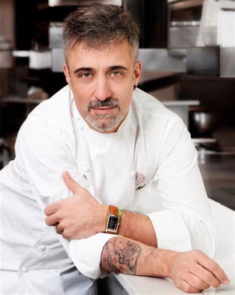 tatouage cuisine sergi arola et calibre 822 tatoué sur le bras bon