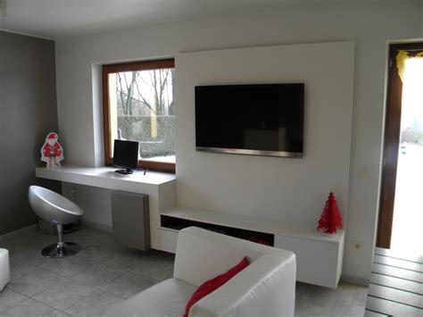bureau ordinateur blanc laqué aménagement intérieur meuble bureau et de passage entre
