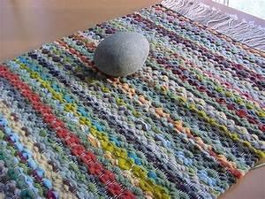 teppich mit pappe und gabel hakeln dekoking diy With balkon teppich mit pvc tapete fliesenoptik