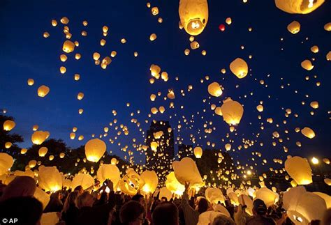 Candele Volanti by Prize Lights In The 2012 Sky Lantern Luanch