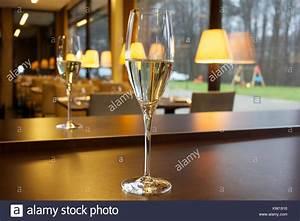 Rest Im Glas : glas champagne stockfotos glas champagne bilder alamy ~ Orissabook.com Haus und Dekorationen