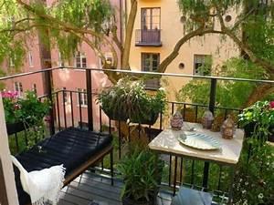 Apartment balcony vegetable garden plants ideas for Small balcony garden design ideas