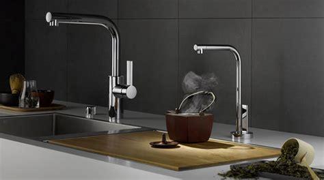eau de cuisine evier et robinet du nouveau dans la cuisine
