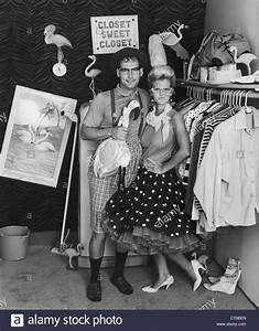 Kleidung 60 Jahre : vintage 60er jahre tragen paar stil kleidung stockfoto bild 49313229 alamy ~ Frokenaadalensverden.com Haus und Dekorationen