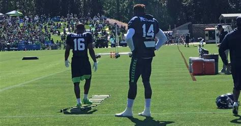 seahawks rookie wr dk metcalfs size standing