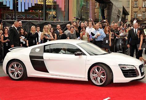 Hugh Jackman Chega Em Carro Luxuoso Para Lançar Novo Filme