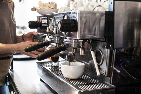Clean with warm soapy water without immersion, as usual. 6 Best Commercial Espresso Machines Reviewed in Detail (Mar. 2021)