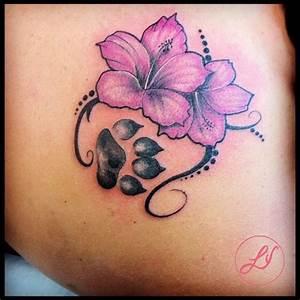 Tatuaggio fiore, ibiscus, orma, zampa realizzato dal tatuatore Black Venom Tatto Studio LADY