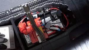 Batterie Bmw 320d : bmw flat battery and terminals under the hood youtube ~ Medecine-chirurgie-esthetiques.com Avis de Voitures