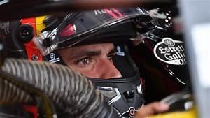 Sainz signs multi-year deal with McLaren