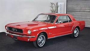 Ford Mustang rouge 1956 Sylvester Stallone • Défi Moteurs