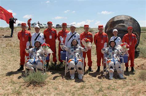 China's Shenzhou 9 astronauts land safely after history ...
