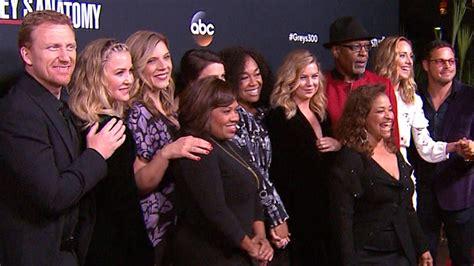 greys anatomy cast celebrates  episodes